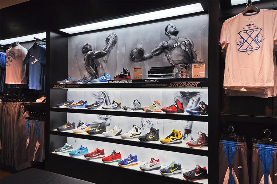 Footwear wall